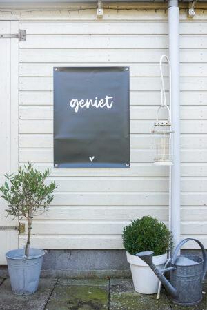 Tuinposter zoedt geniet